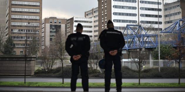 Des policiers à Bobigny le 16 février 2017.