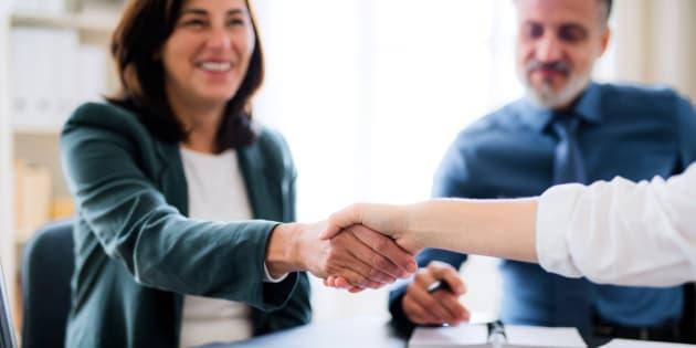 Lors du processus d'embauche, l'importance de négocier le salaire peut parfois être oubliée dans l'enthousiasme lié au début d'un nouvel emploi ou par peur de mal paraître. Pourtant, le salaire sera une composante essentielle de ce nouvel emploi.