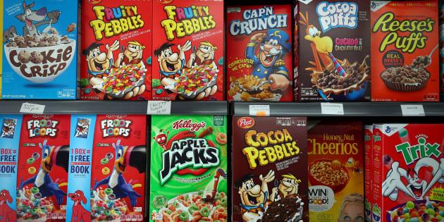 Un estante lleno de cereales para el desayuno una tienda American Food Store de Londres.