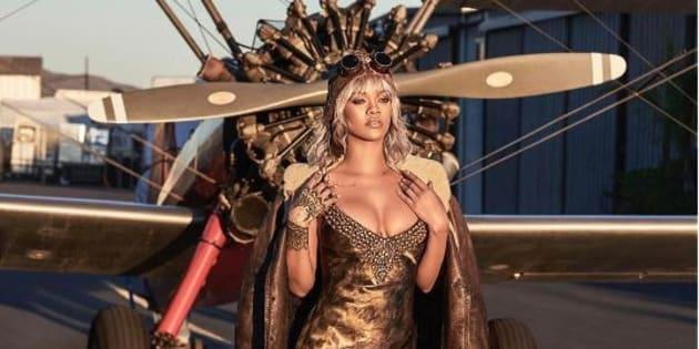 Rihanna a posé devant des avions de la Seconde Guerre mondiale.
