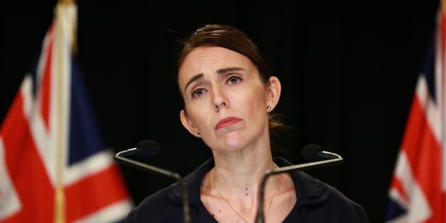 """La Première ministre néo-zélandaise Jacinda Ardern a indiqué en conférence de presse ce 17 mars avoir reçu le """"manifeste"""" du terroriste de Christchurch neuf minutes avant l'attaque."""