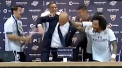 Les joueurs du Real Madrid fêtent leur titre en douchant Zidane au
