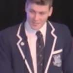 El aplaudido discurso de graduación de un chico gay en un colegio