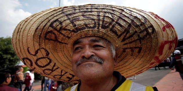 Un seguidor del candidato a la Presidencia de México Antonio Manuel López Obrador.