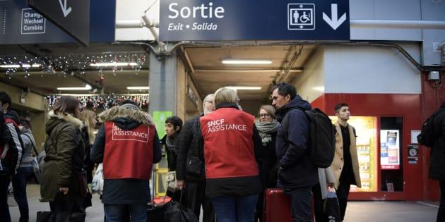 """Après les pannes à Montparnasse, la SNCF admet """"des failles"""" et promet une """"profonde réorganisation"""""""