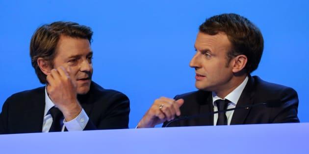 Emmanuel Macron brosse les maires dans le sens du poil.