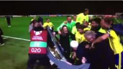Après leur qualification pour le Mondial 2018, les Suédois ont explosé de joie en cassant un plateau