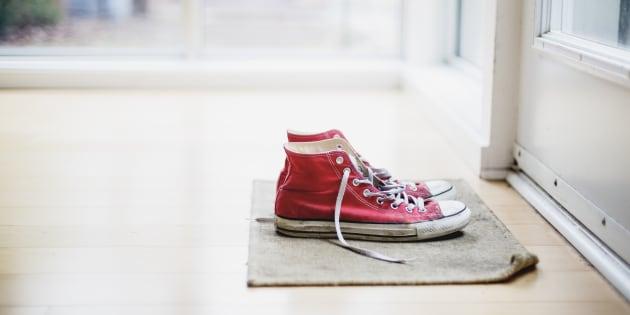Per rimanere in forma toglietevi le scarpe prima di entrare in casa ... fa4f4ee7585