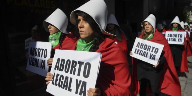 """Na véspera da votação, arcebispo de Buenos Aires, Mario Poli, fez um apelo público para que os senadores """"não interrompam a tradição de legislar para o bem comum""""."""