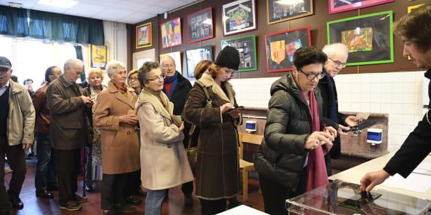 Files d'attente, Français de l'étranger... la participation à la primaire de droite s'annonce forte.