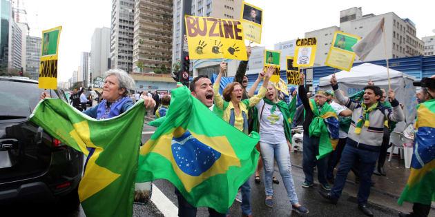 Manifestantes comemoram impeachment de Dilma Rousseff.