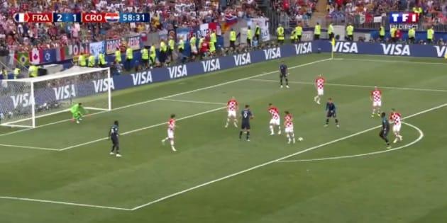France-Croatie: Paul Pogba envoie un missile et marque le troisième but français.