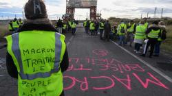 El Gobierno francés abre consultas por la crisis de los chalecos
