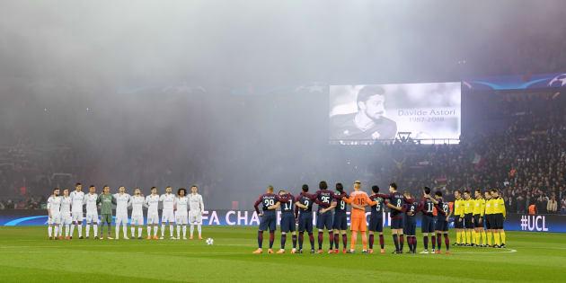 PSG-Real Madrid: la minute de silence pour Davide Astori transformée en applaudissements après des sifflets.