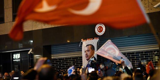 Une ministre turque expulsée des Pays-Bas, des manifestants dispersés