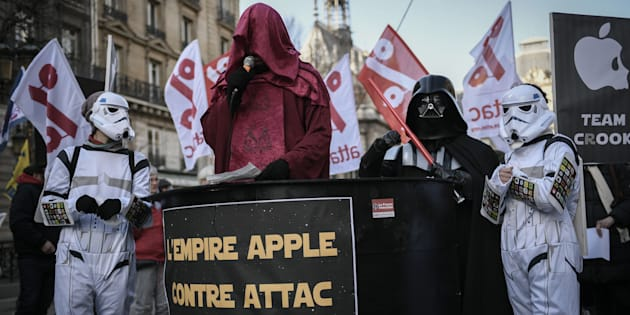 STEPHANE DE SAKUTIN via Getty Images                       La justice désavoue Apple et donne raison à Attac