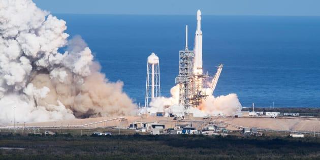 SpaceX: Les touristes spatiaux qui doivent voler autour de la Lune forcés de patienter.