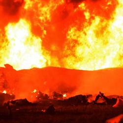 Les images de l'incendie meurtrier d'un oléoduc au