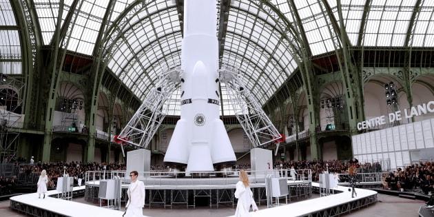 Le défilé Chanel au Grand Palais le 7 mars 2017.