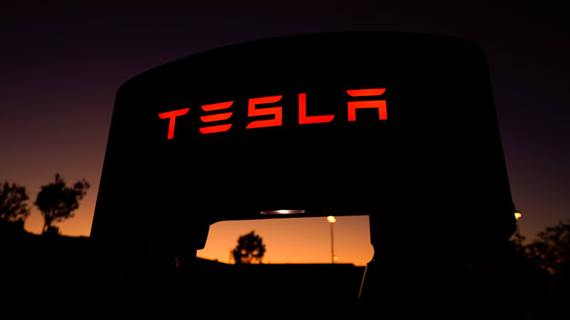 Tesla warns owners to charge up before big California planned outage