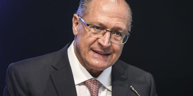 """Presidente do PSDB, Geraldo Alckmin tenta se descolar de Aécio Neves  e diz que """"justiça é para todos""""."""