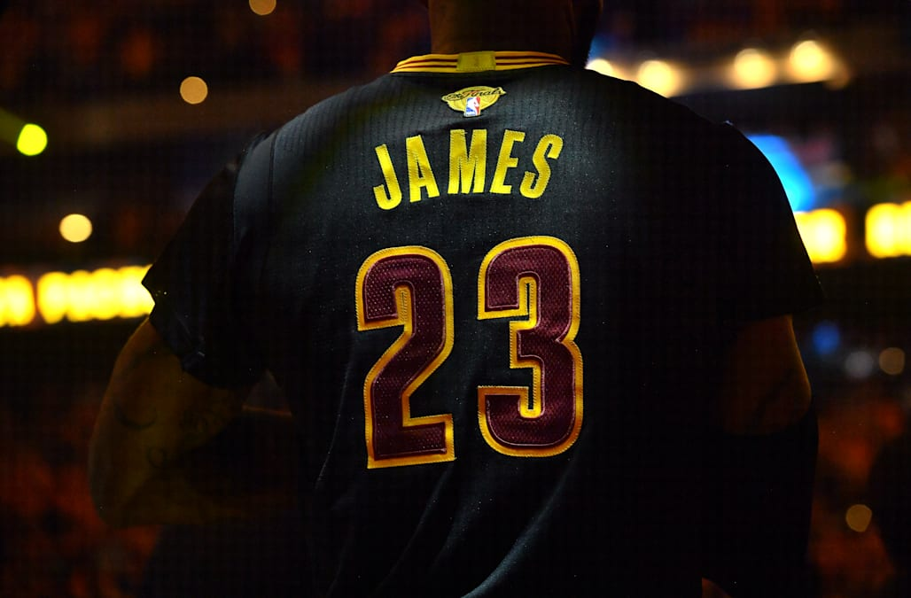 dcb79fb9abf Stephen Curry edges LeBron James, Kevin Durant among NBA's top-selling  jerseys