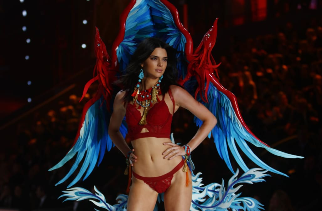 Is Kendall Jenner Walking In The 2018 Victoria S Secret Fashion Show