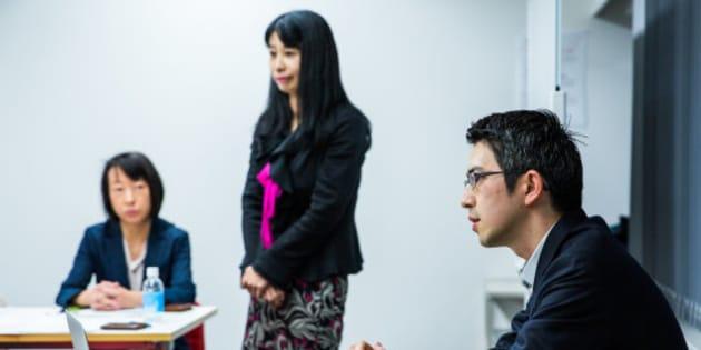 弁護団と首都大学東京の木村草太教授(11月のメディア懇談会より)