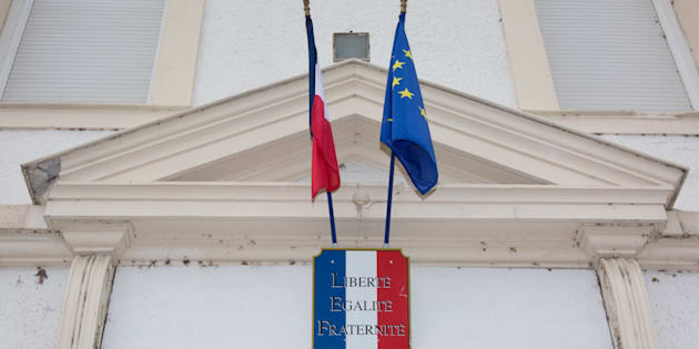 Le fronton d'une mairie (illustration).