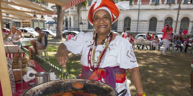 Baiana de acarajé agora é profissão formal.
