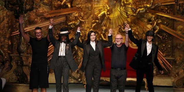 Stefano Gabbana, Naomi Campbell, Monica Bellucci, Domenico Dolce et Marpessa Hennink à Milan, samedi.