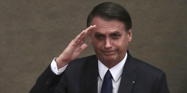 """Bolsonaro tuitou publicação em que diz estar em """"em ritmo acelerado, desmontando rapidamente montanhas de irregularidades"""" e apagou texto minutos depois."""