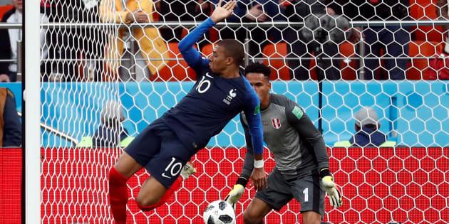 France-Pérou à la Coupe du Monde 2018: Kylian Mbappé a failli marquer de ce geste acrobatique avant son but