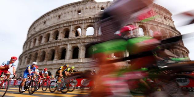 Le buche di Roma fermano il Giro d