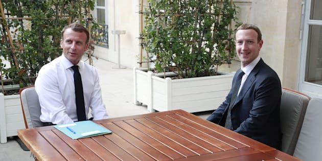 Emmanuel Macron et Mark Zuckerberg à l'Elysée le 23 mai 2018.