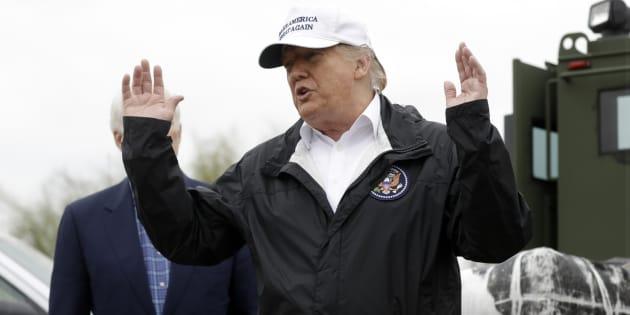 Donald Trump, ici le 10 janvier à McAllen, assure qu'il n'a pas demandé au Mexique de faire un chèque pour financer son mur. Sauf que...
