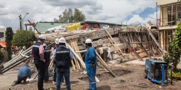 En la escuela Enrique Rébsamen continúan los trabajos de remoción de escombros, las autoridades aún esperan la recuperación del cuerpo de una señora que trabajaba en el área de intendencia, el 22 de septiembre de 2017.