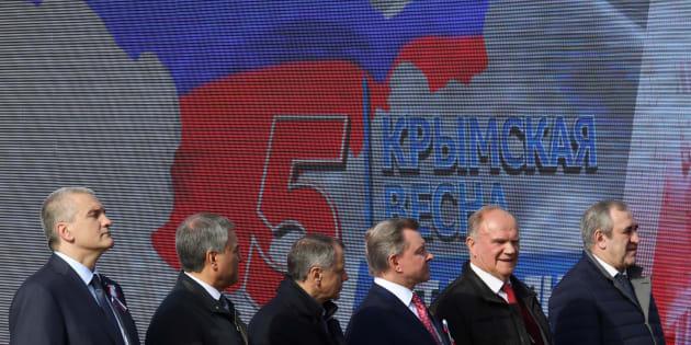 Des officiels russes célèbrent les 5 ans de l'annexion de la Crimée par la Russie, à Simferopol en Crimée, le 15 mars 2019.