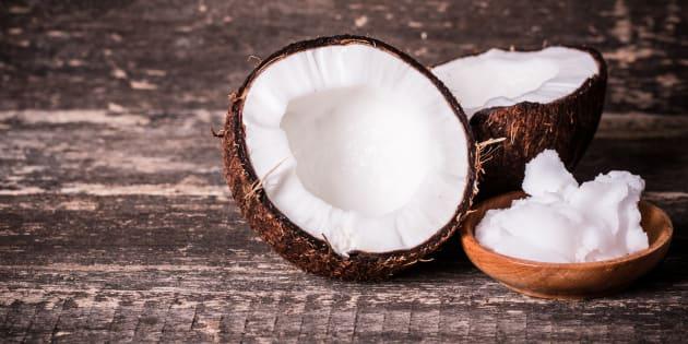 L'huile de coco est en fait aussi mauvaise pour la santé que le beurre ou le lard