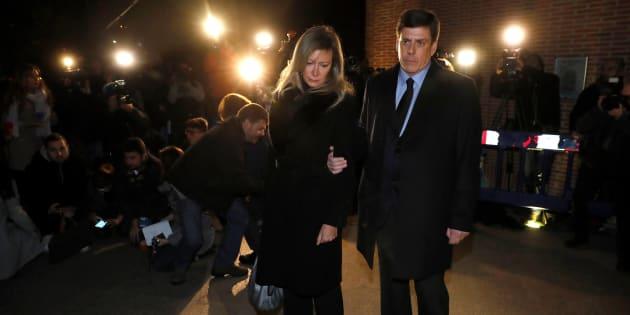 Los padres de Diana Quer a su llegada al funeral por su hija.