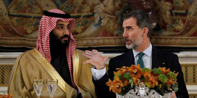 El príncipe heredero saudí, Mohammed bin Salman, y el rey español Felipe VI, durante la cena de gala que se ofreció en el Palacio Real de Madrid el pasado abril.