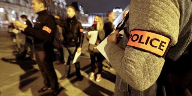 Des policiers manifestent à Paris le 1er novembre 2016 (photo d'illustration).