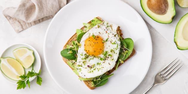 Los beneficios a la salud por comer huevos.