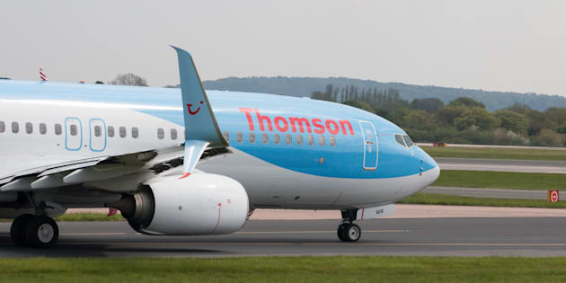 Un Boeing 787 de Thomson Airways circulant sur le tarmac de l'aéroport international de Manchester