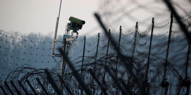南北の国境に設置されたカメラ