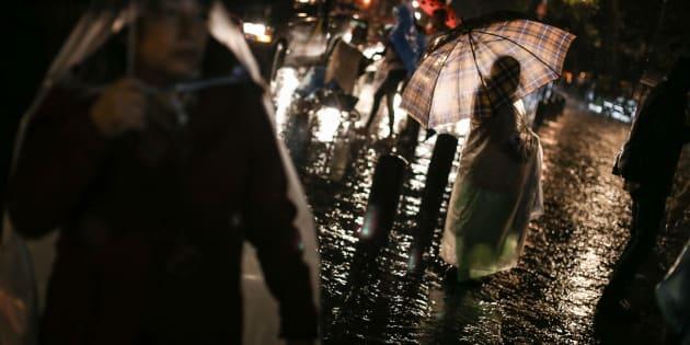 Intensa lluvia se presentó toda la tarde en la Ciudad de México. Los encharcamientos provocaron conflictos en el transporte público y vialidad.