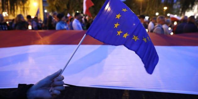 """Dopo le mosse di Duda sui giudici la Ue minaccia la Polonia: """"Pronti ad adottare misure punitive"""""""