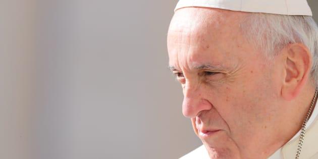 """Le pape François (ici le 26 septembre au Vatican) invite à prier en octobre pour """"protéger l'Église contre le diable""""."""