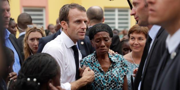 """A Saint-Martin un an après l'ouragan Irma, Macron assure partager la """"colère"""" de la population"""