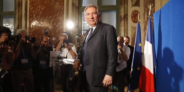 """""""Texte"""" contre """"contexte"""": Bayrou tente une loi ambitieuse sur la moralisation sous la pression des affaires."""